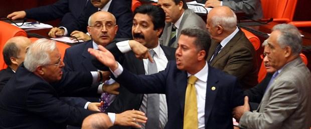 Meclis'te yumruklar yine havaya kalktı