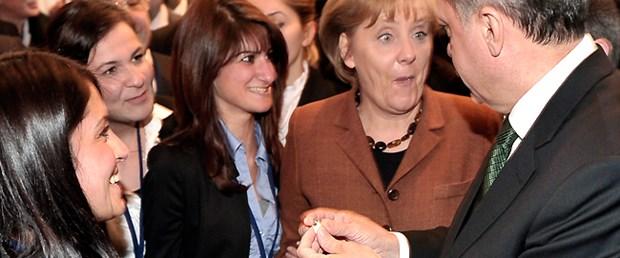 Merkel'in gözleri yuvalarından fırladı