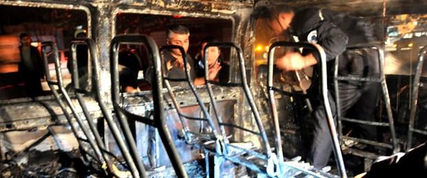 Mersin'de polis aracı yakıldı: 2 yaralı