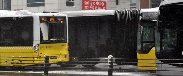 iki-metrobusun-kazasi-seferleri-durdurdu_1529_dhaphoto1.jpg