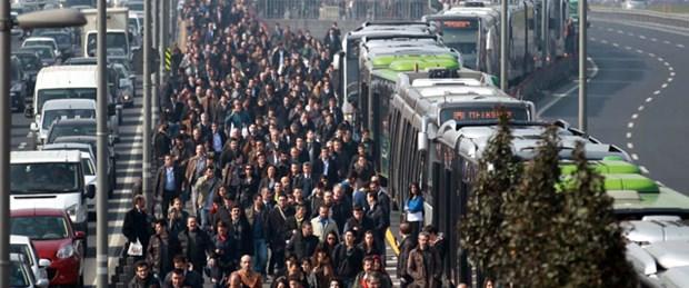 Metrobüs seferlerini durduran bomba paniği
