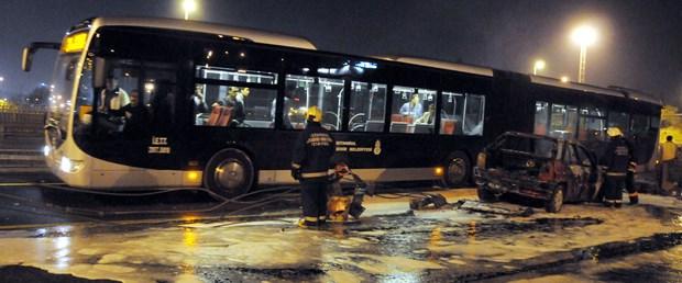 Metrobüs yolunda LPG'li araç yandı