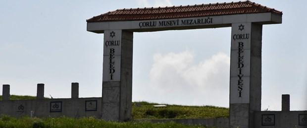 corlu-musevi-mezarliginin-100-kiloluk-demir-kapisi-calindi_1317_dhaphoto1.jpg
