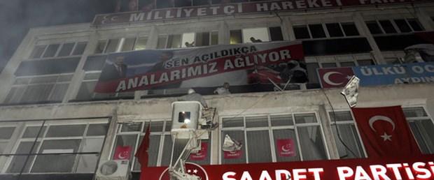 MHP o pankartı bu kez Manisa ve Kars'ta açtı