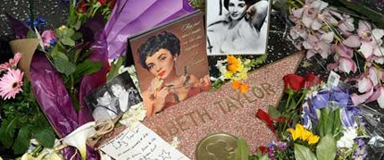 Michael Jackson'ın mezarlığına gömüldü