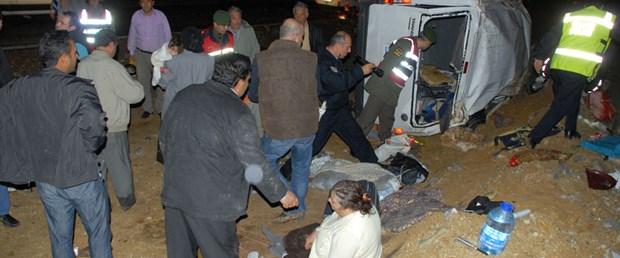 Minibüs şarampole yuvarlandı: 1 ölü