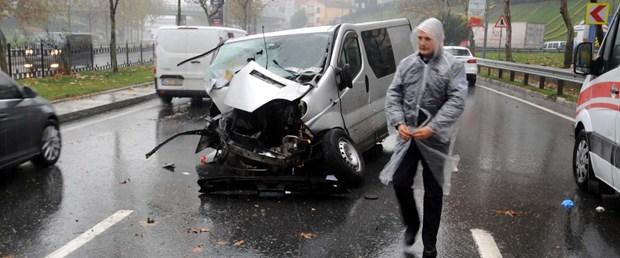 sislideki-kazada-surucu-yaralandi-aracin-motoru-yerinden-firladi_6855_dhaphoto5.jpg