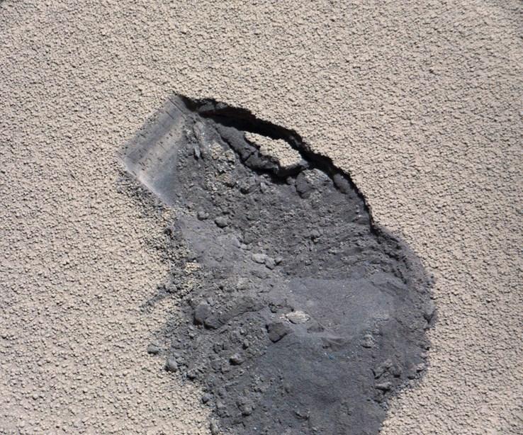 Curiosity'nin, 61'inci Mars gününde (7 Ekim 2012) Rocknest bölgesinde aldığı ilk 'kepçe' (büyütmek için tıklayın).