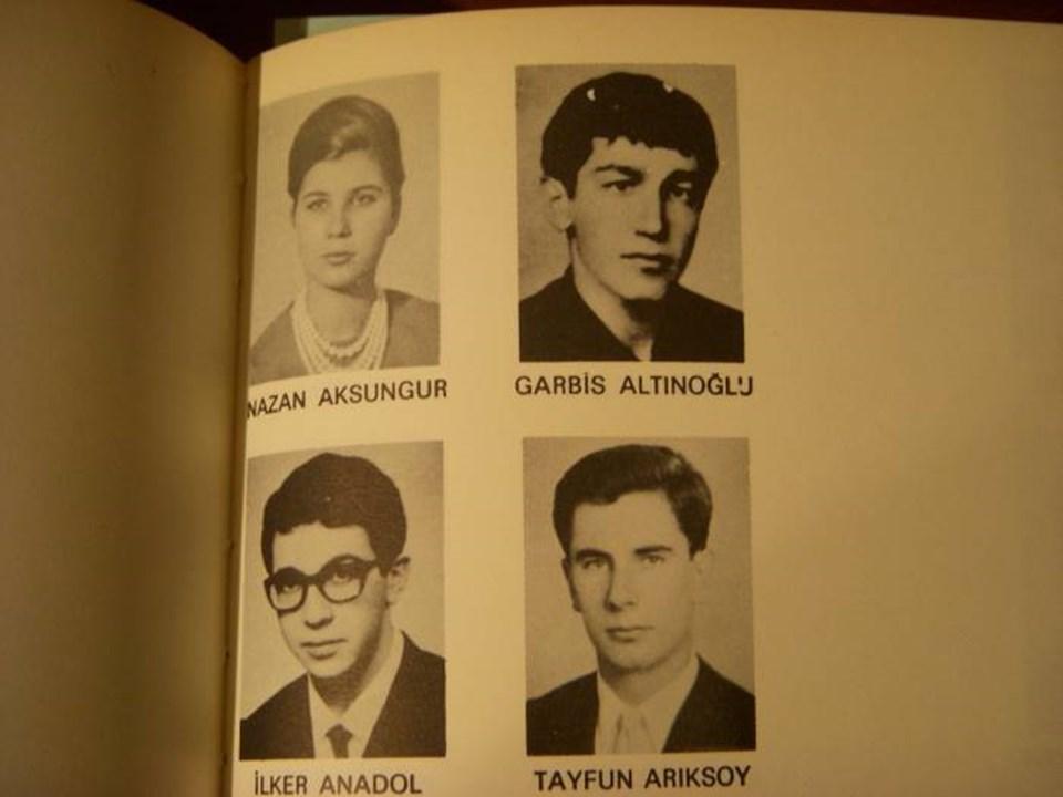 Sonradan Boğaziçi Üniversitesi adını alan Robert College yüksekokulunun 1967 yıllığında Tansu Çiller, Halis Komili ve Emin Şirin'in yanı sıra Garbis Altınoğlu da yer alıyor.