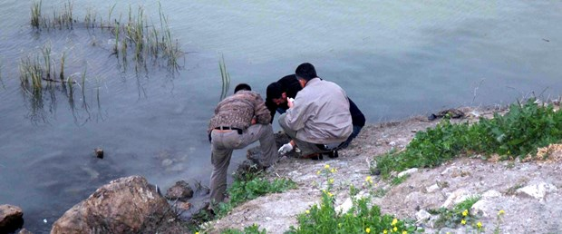 Nehirden bombalar ve tabanca çıktı
