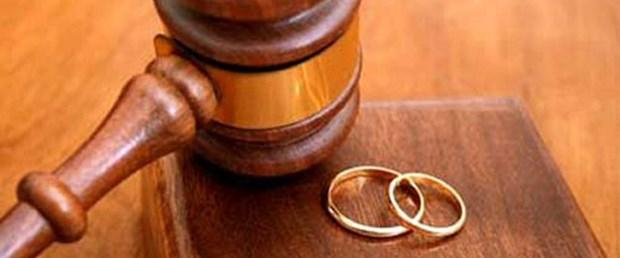 Oğluna çapkınlığı öğreten kocasını boşadı