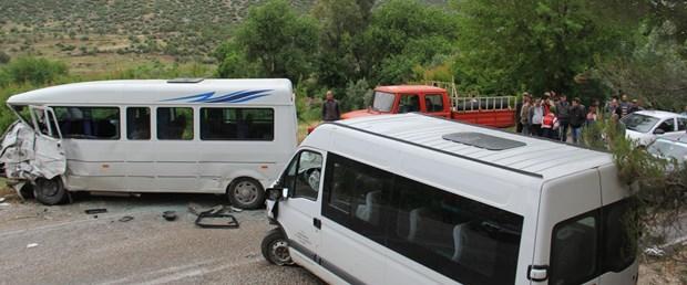 Öğrenci servisi ile minibüs çarpıştı: 17 yaralı