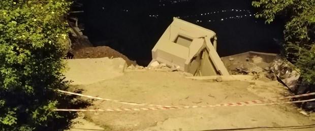 orduda-heyelan-3-ev-coktu-mahalleli-evlerini-bosaltiyor_1703_dhaphoto1.jpg