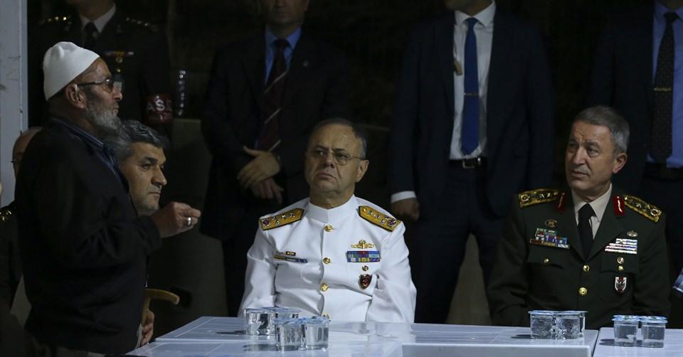 Genelkurmay Başkanı Akar ileDeniz Kuvvetleri Komutanı Oramiral Bülent Bostanoğlu.