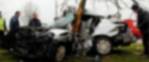 170413-otomobil-ağaca-çarptı.jpg