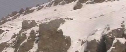 Otobüsün üstüne dağdan kaya düştü: 1 ölü