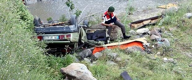 Otomobil 20 metreden uçtu: 1 ölü