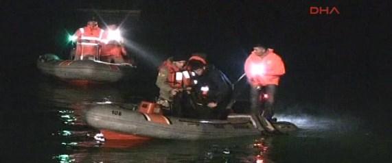 Otomobili denize sürerek intihar ettiler