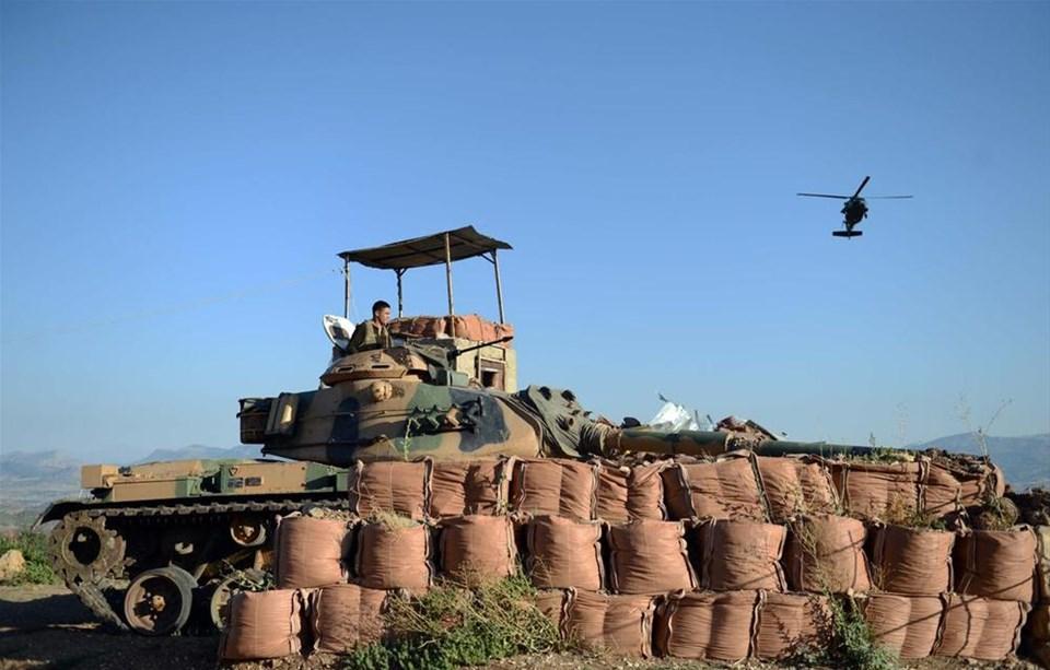 Oy pusulaları helikopterle taşındı
