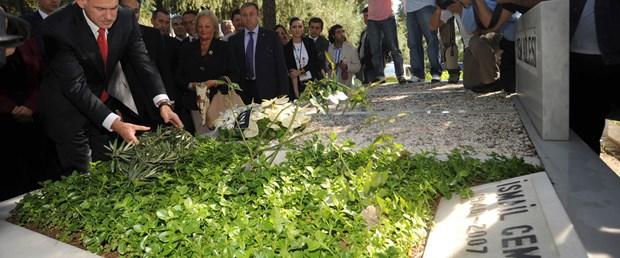 Papandreu'dan Cem'in mezarına zeytin dalı