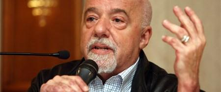 Paulo Coelho: Paylaşmazsanız insan değilsiniz