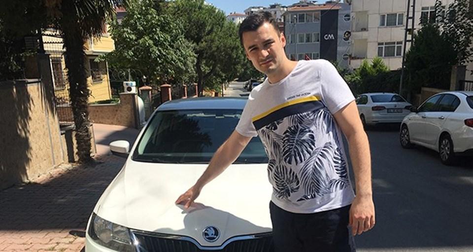 """Saldırıya uğrayan Yunus Emre Bahçıvan, """"Arabadan inseydik belki canımıza mal olabilirdi"""" dedi."""