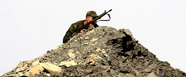 'PKK'lılar askeri birliğin karşısında kamp yaptı'