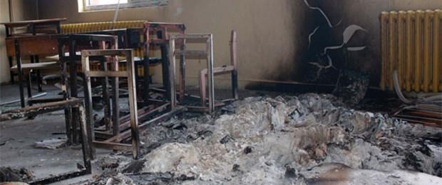 PKK'lılar bir okul daha yaktı