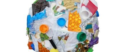 Plastik atıklar kadınları kurtarıyor