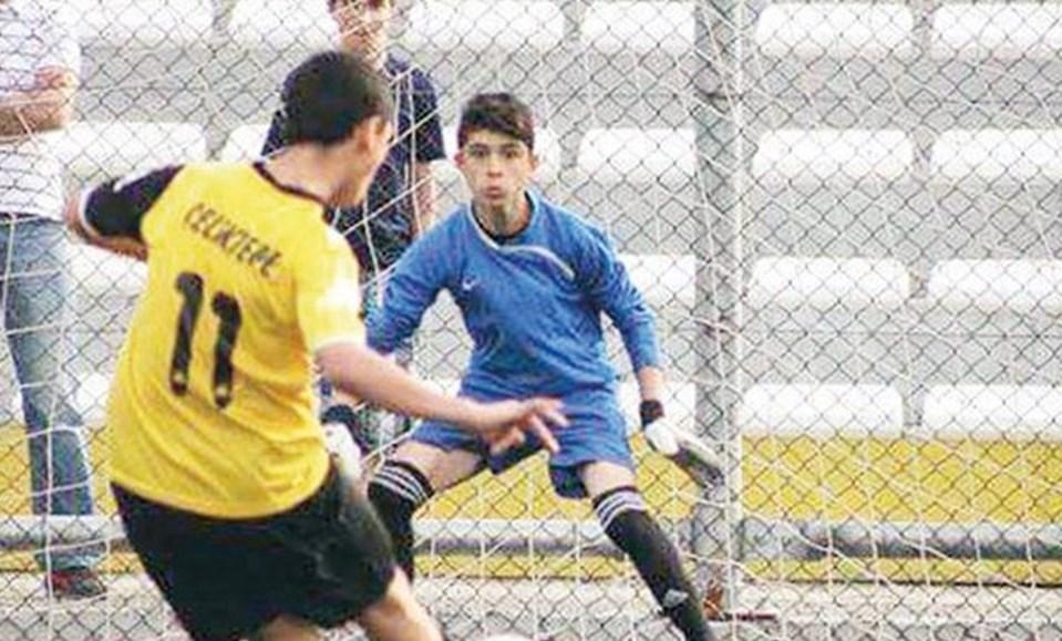 2 yıl önce annesini kaybeden Ömer Barış, Ayazağaspor futbol takımında kaleciydi.