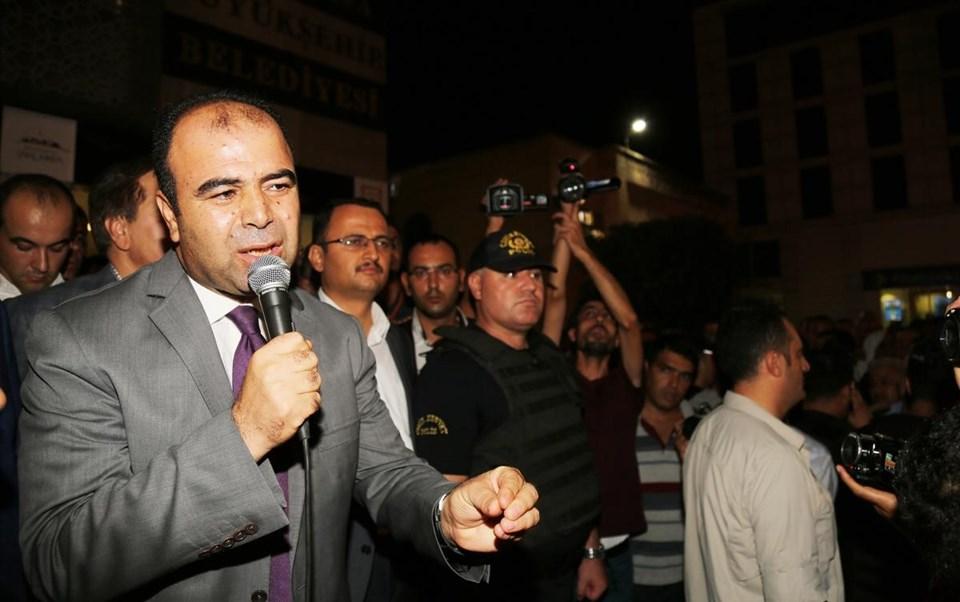 Şanlıurfa Büyükşehir Belediye Başkanı Nihat Çiftçi, Siverek'te konvoyuna düzenlenen silahlı saldırının ardından basın toplantısı düzenledi. Toplantının ardından Çiftçi, Büyükşehir Belediyesi önünde toplanan vatandaşlara hitap etti.