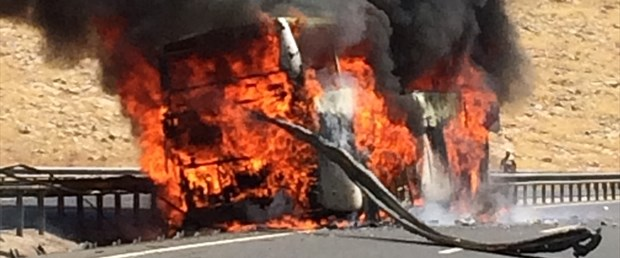yolcu otobüsü yangın.jpg