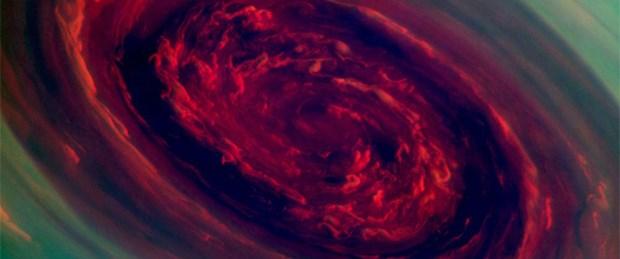 Satürn'ün kuzeyinde dev kasırga