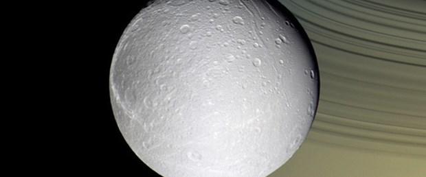 Satürn'ün uydusunda buz volkanı
