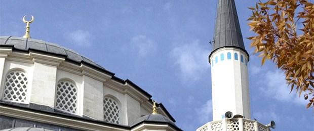 Savaş uçağının minareye teması mercek altında