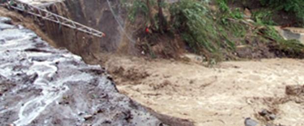 Şavşat'ta sel: 2 ölü, 3 kayıp