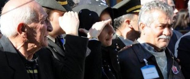 Şehit astsubayı eşi asker selamıyla uğurladı