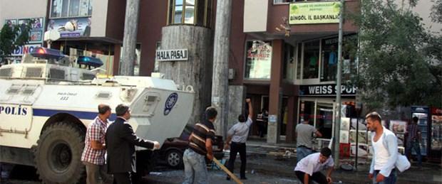 Şehit korucunun yakınları BDP binasını bastı