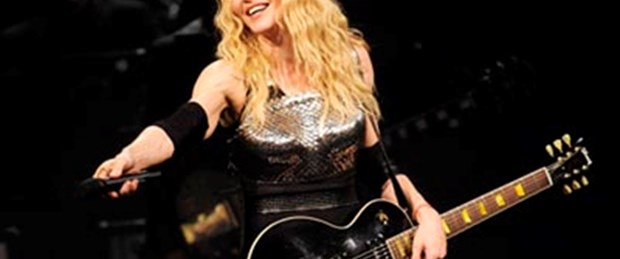 'Şehvet dolu' Madonna'yı 50 bin kişi izledi