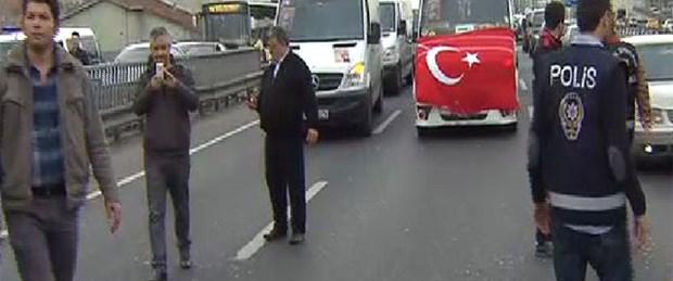 Servisçi eylemi E-5'i kilitledi