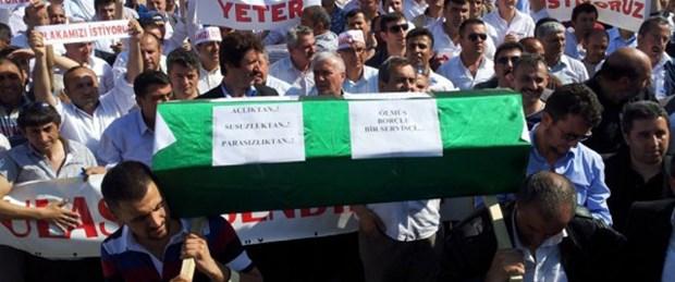 Servisçiler gemi maketi yaktı