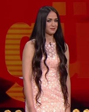 Mutlu Kaya, yarışmada, şarkıcı Sibel Can'ın ekibinde yer alıyordu