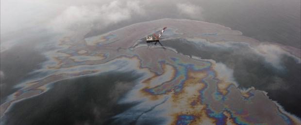 Şimdi de Sarı Deniz petrole bulandı