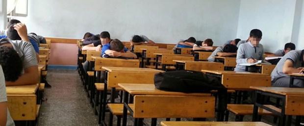 Sınıfı uyuyan öğretmene suç duyurusu