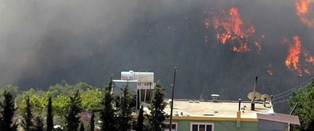 Sınırdaki yangın evlere yaklaştı