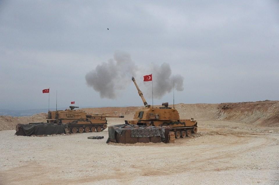 Milli Savunma Bakanlığı'nın paylaştığı fotoğraf (İki fırtına obüsü atış yaparken)