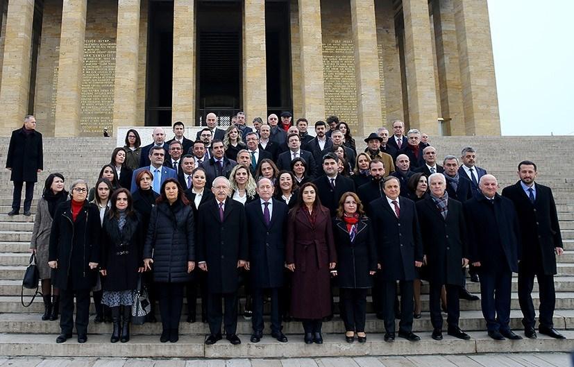 Kılıçdaroğlu ile yeni Parti Meclisi üyeleri, 10 Şubat Cumartesi günü Anıtkabir'i ziyaret etmişlerdi