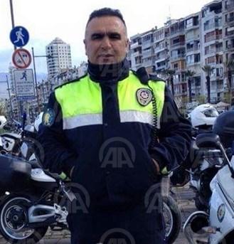 İzmir'deki terör saldırısı sırasında Trafik Denetleme Şube Müdürlüğü'nde görevli polis memuru Fethi Sekin şehit oldu.