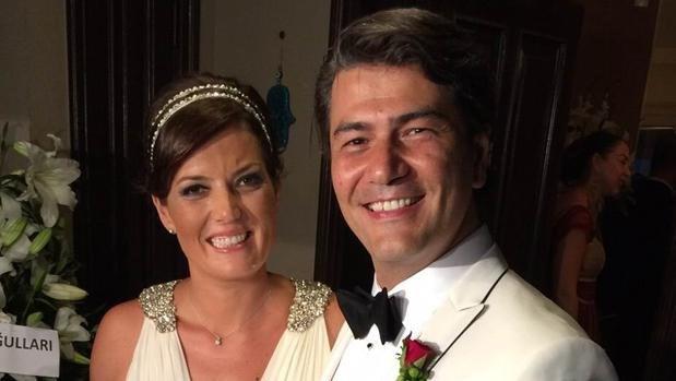 Vatan Şaşmaz, 2015 yılındaYasemin Adalı'yla evlenmişti.