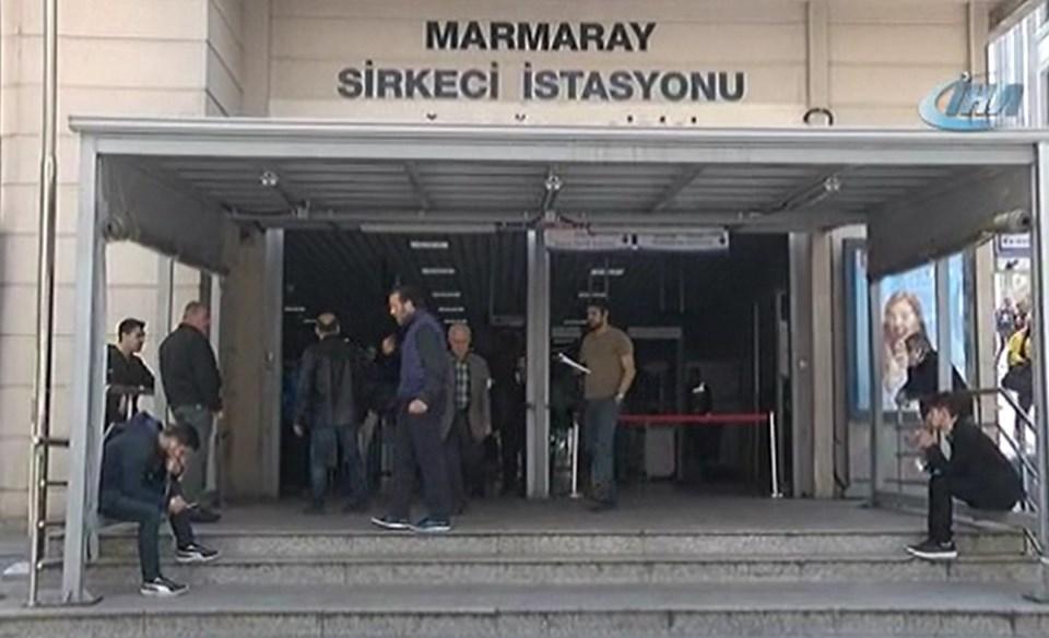 Yolcuların Sirkeci istasyonuna giriş yapılmasına izin verilmiyor.